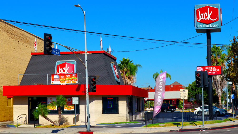jack in the box fast food restaurant on street corner