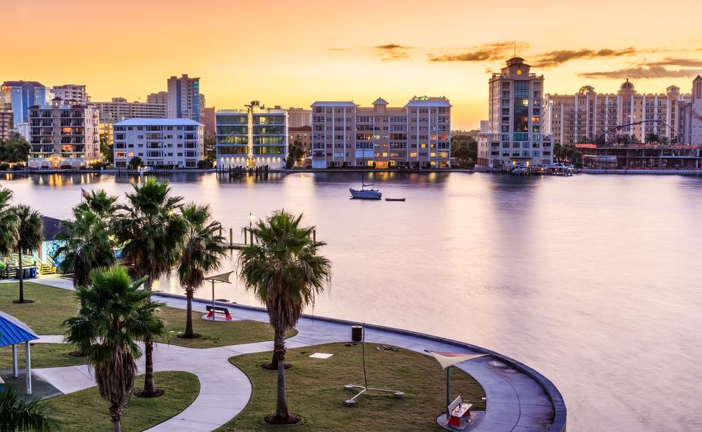 sarotsa florida morning sunrise skyline with park