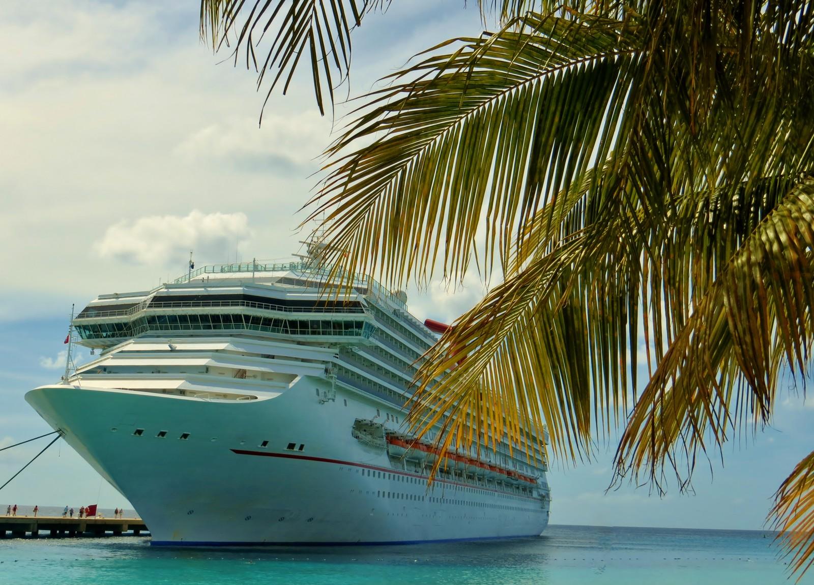 A cruise ship cruises through the Caribbean.