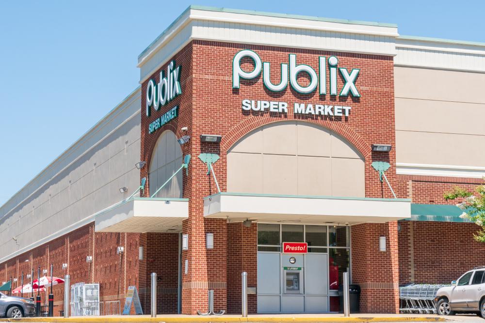 Publix exterior with sign