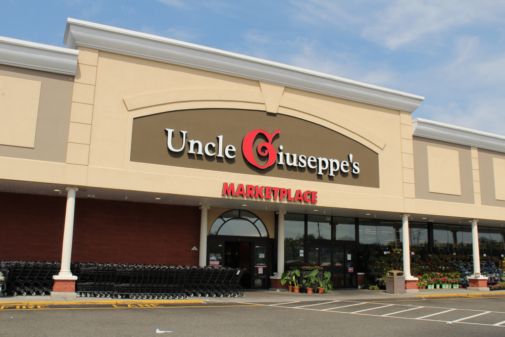 Uncle Giuseppe's Marketplace from the parking lot