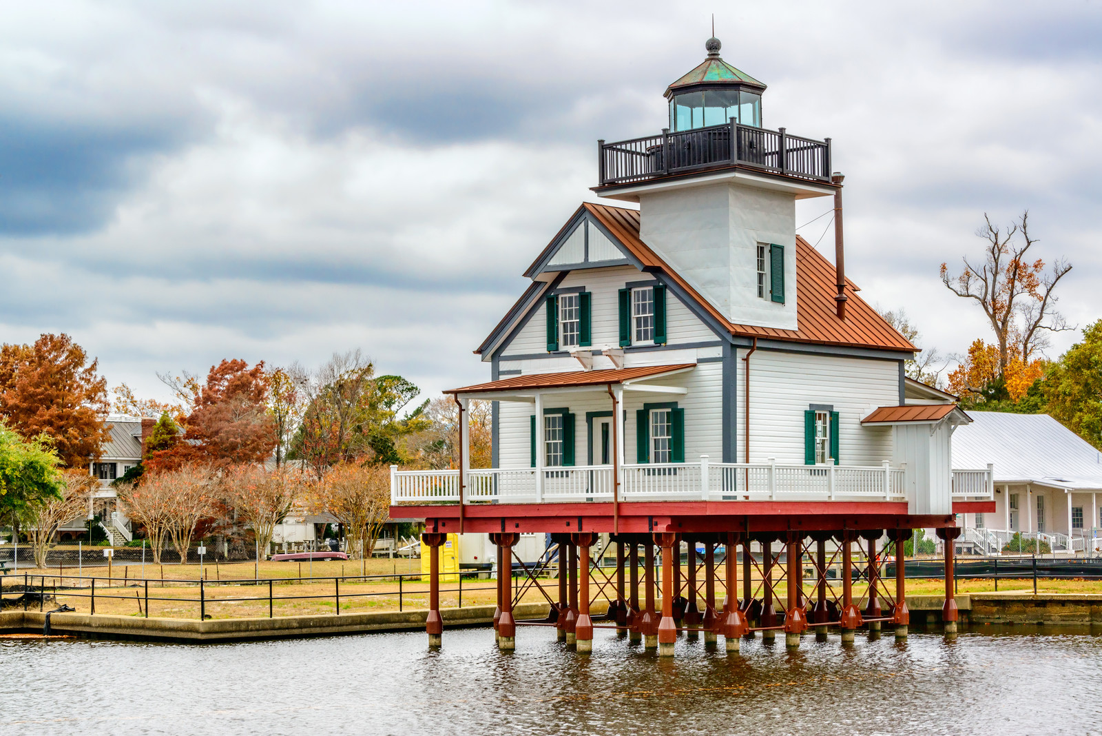 Best Places to Retire in North Carolina - Edenton Lighthouse NC on the  Roanoke River