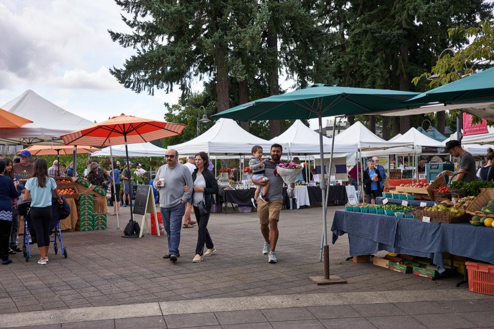 An outdoor market in Lake Oswego Oregon