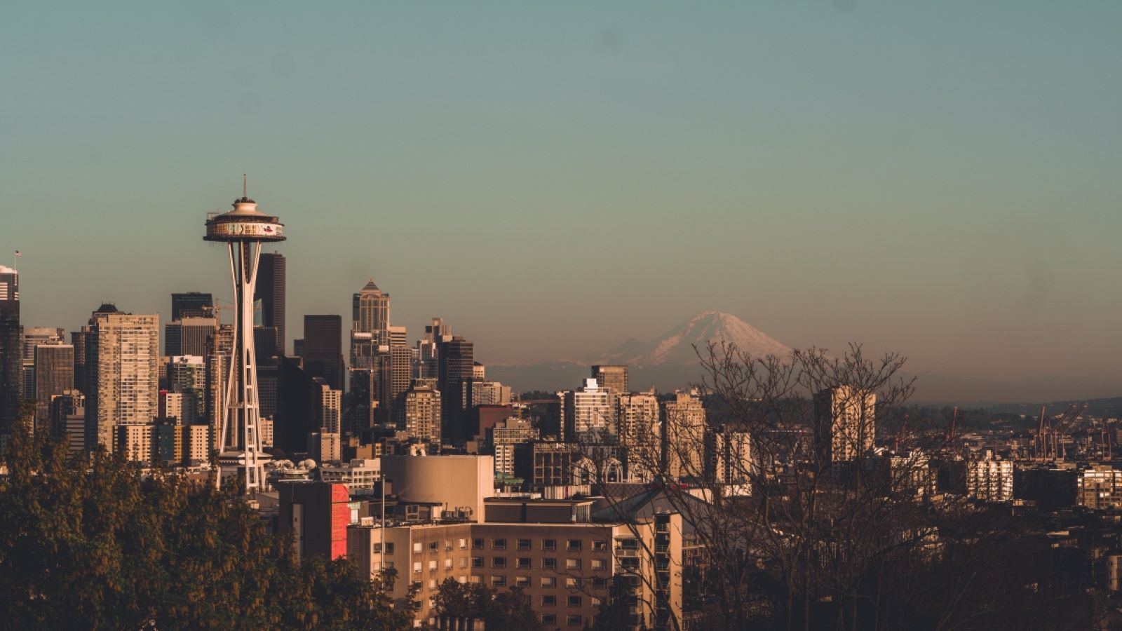Places to Retire in Washington- Seattle skyline at dawn with mount Rainier in the background