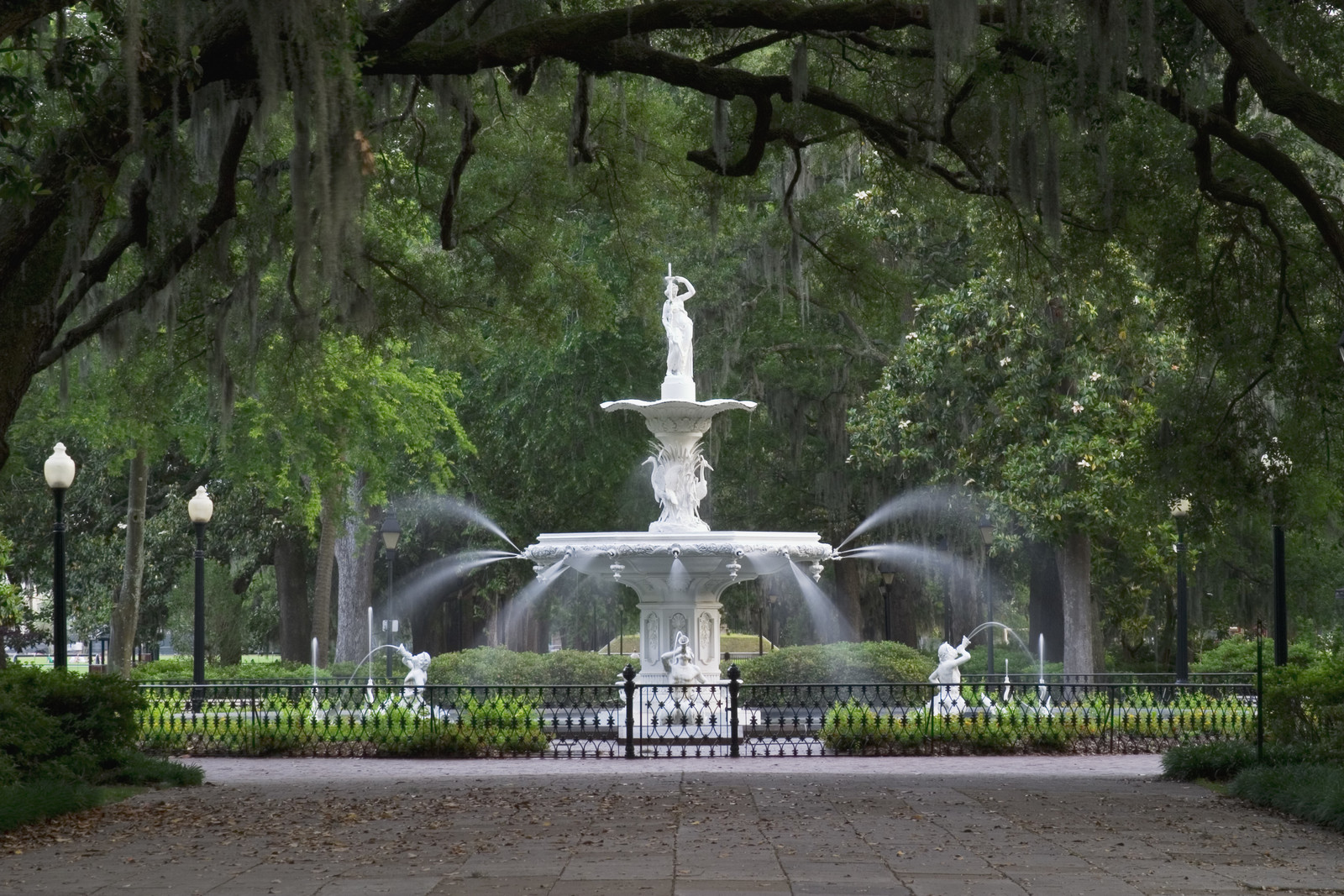 Forsyth park fountain in Savannah Georgia surrounded by green trees