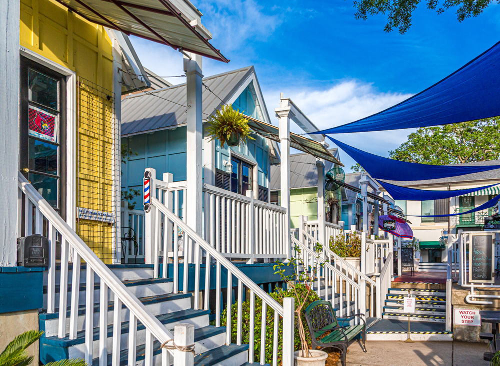 Small retirement on Saint Simmons Island with bright colors