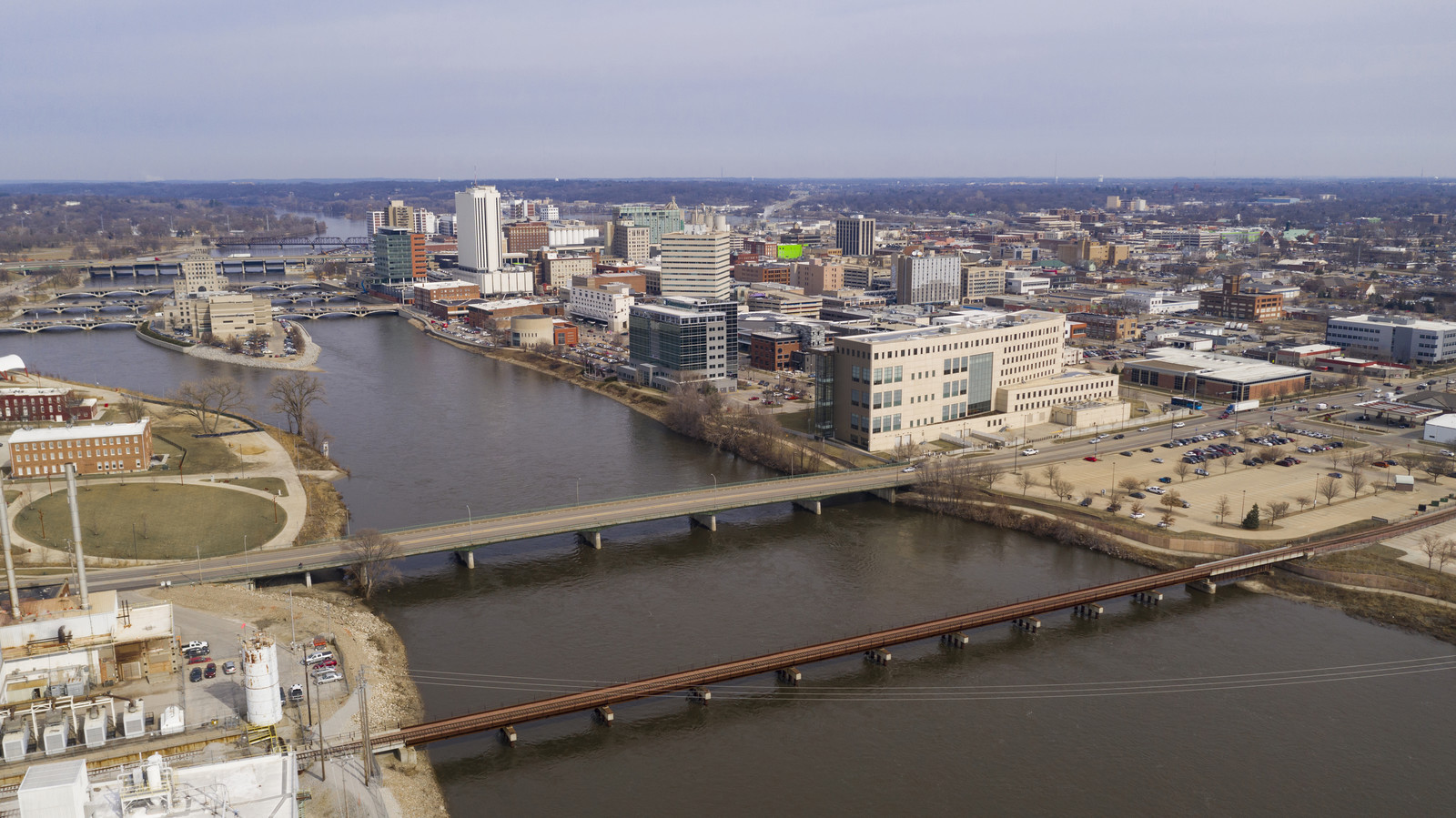Aerial view of the cedar rapids city with the  river running thru it on a cloudy gray day