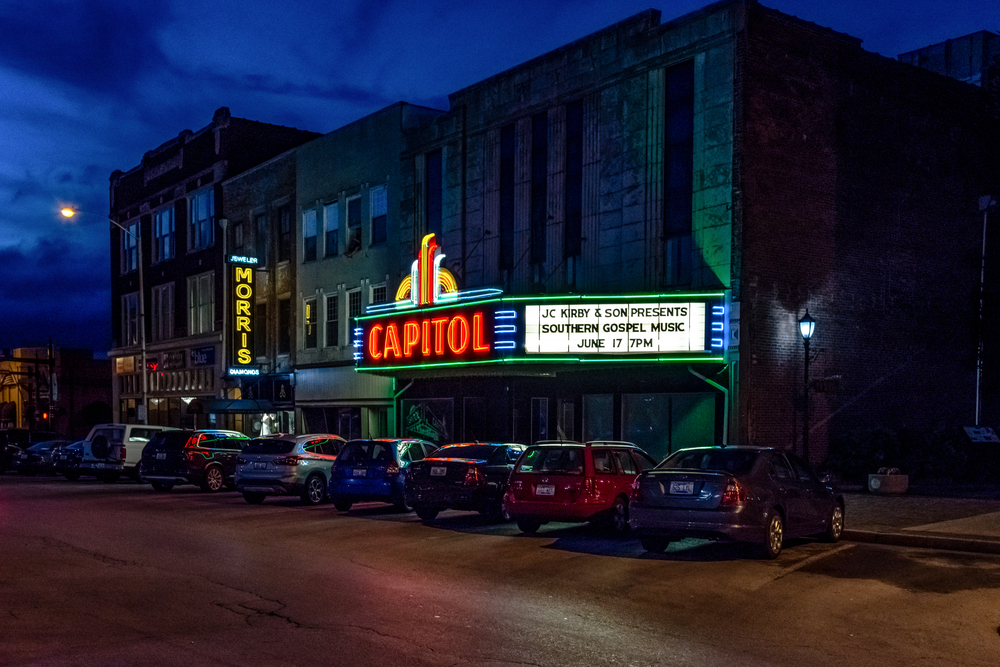 A movie theater in Bowling Green Kentucky that is lit up at night
