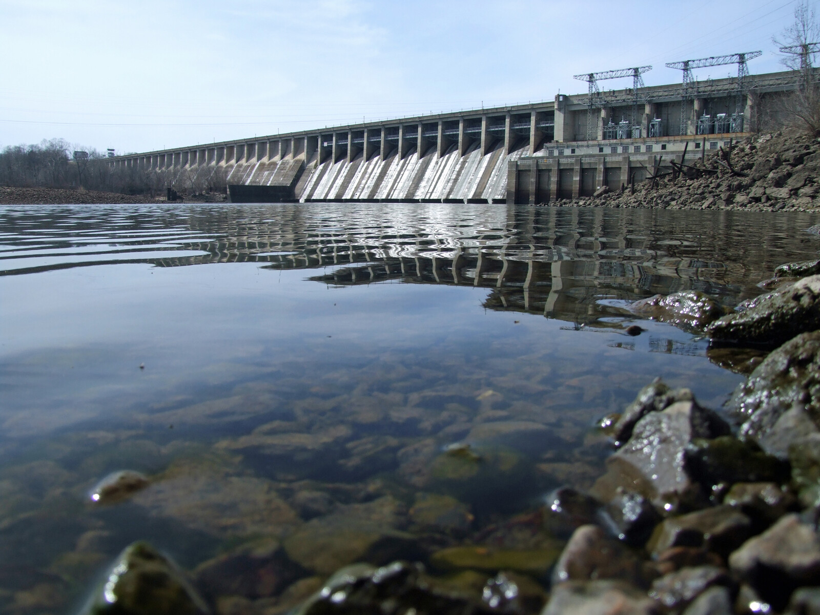 Bagnell dam forming the lake of the ozarks on a bright day with blue skies