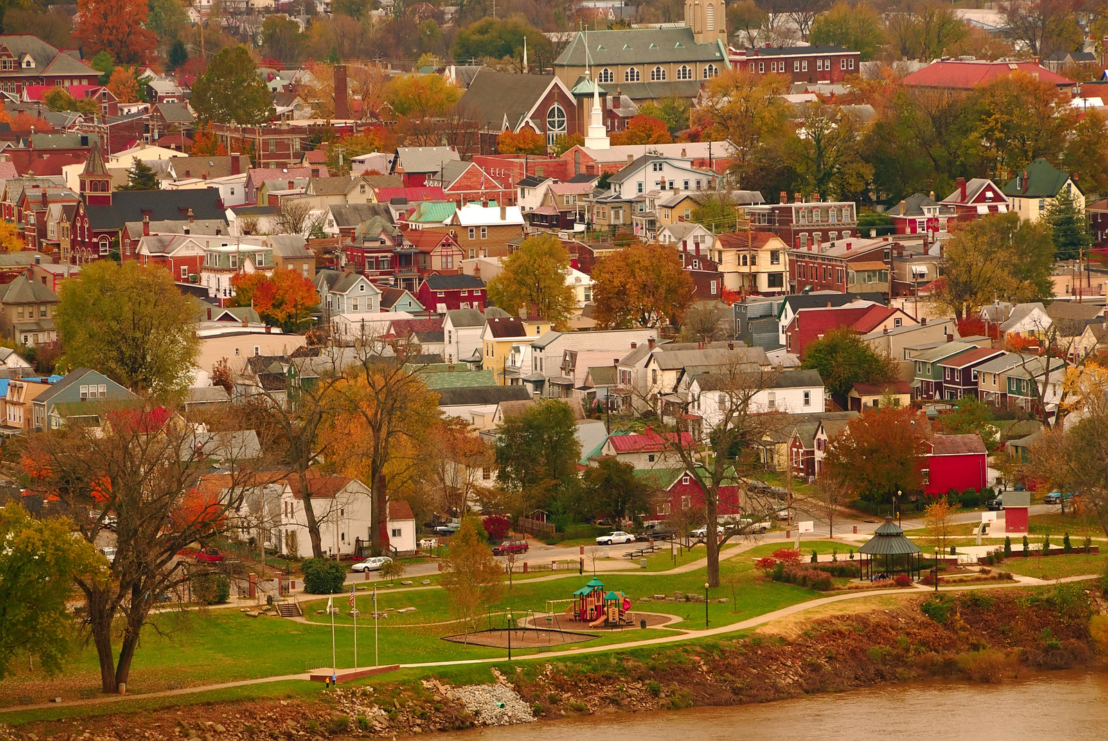 small town in Kentucky along the river in autumn on a clear day